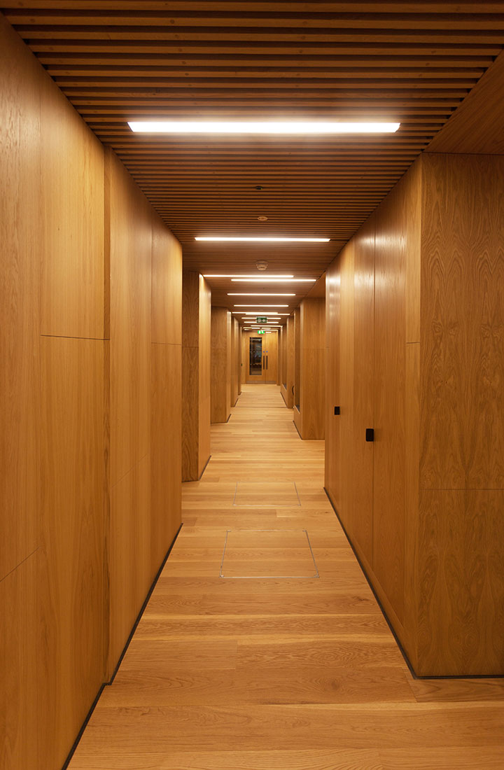Reba 65 Recessed Profile in the Corridor