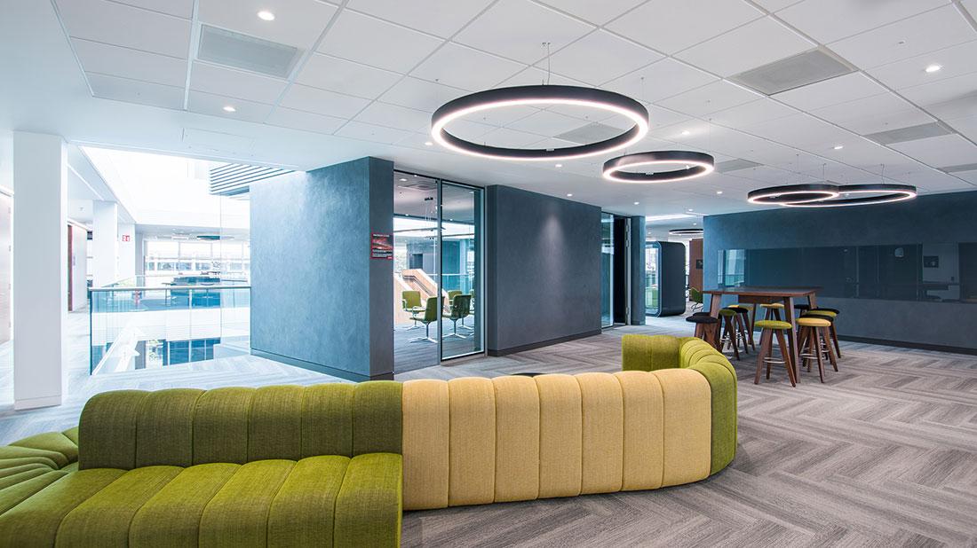 Roxo Concept O in black in office